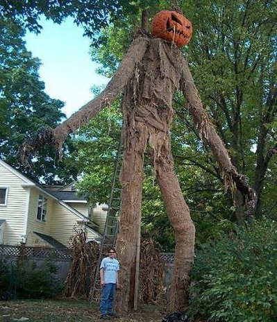 20 Houses That Are Clearly Winning At Halloween