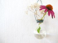 Do not throw the old bulb – easily transform small vase!
