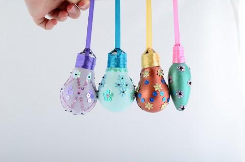 Christmas ornaments   DIY Reuse of old light bulbs