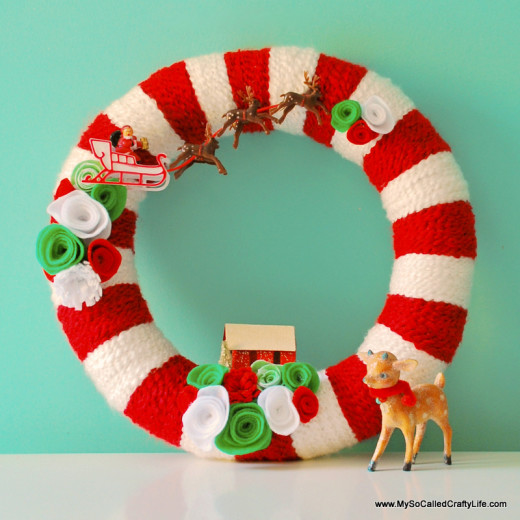 DIY Retro Christmas Yarn Wreath | My So Called Crafty Life