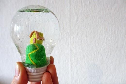 Light bulb snow globe | Magical Daydream