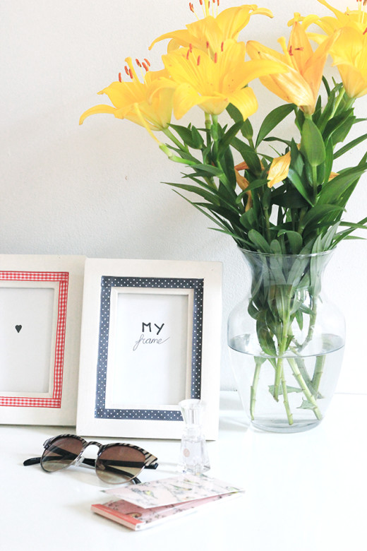 DIY | Picture Frame Restyle  Materials :  – Plane Picture frame – Paint – Paint Brush -Ribbon  -Glue
