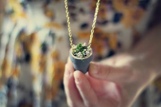 Simple flower pot necklace