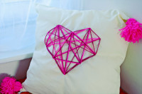 DIY geometric heart cushion   YOU WILL NEED :  – A cushion / pillow cover (homemade or ready-made) – Something to fill it with (fluff or a cushion) – An A4 piece of paper – A marker – A ruler – A needle big enough for wool – Wool in any colour you fancy – An embroidery hoop – Scissors