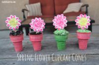Make your own Spring Flower Cupcake Cookie Cones | From Club Chica Circle – where crafty is contagious