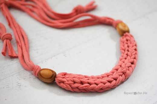 How to Finger Weave a Necklace with T-shirt Yarn | Repeat Crafter Me
